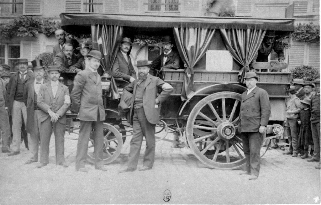 première course automobile, Le Blant, de Dion, Serpollet